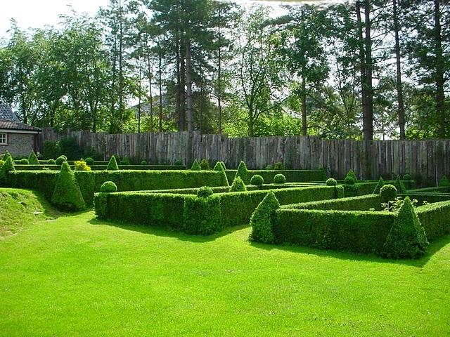 topiary places