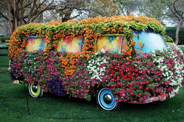 topiary bus