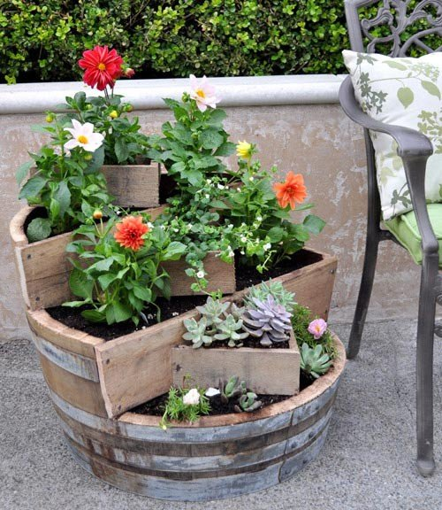 Jardinagem DIY criativo com Barrel reutilizada