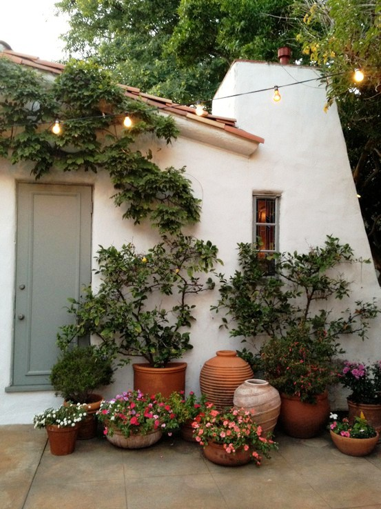 9 examples of beautiful small space gardens - Small space container gardens design ...