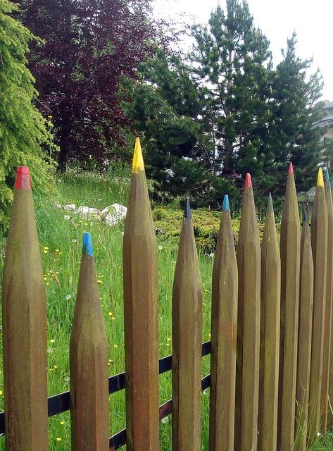 Creative diy gardening idea 27 color pencil fence - Personalized garden fences ideas as cute and creative yard border ...